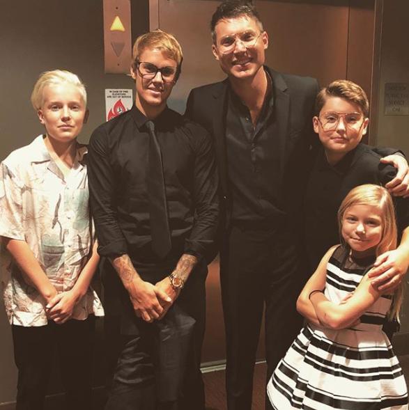 Incluso People afirmaría que Justin pasó casi todo el verano en casa del...