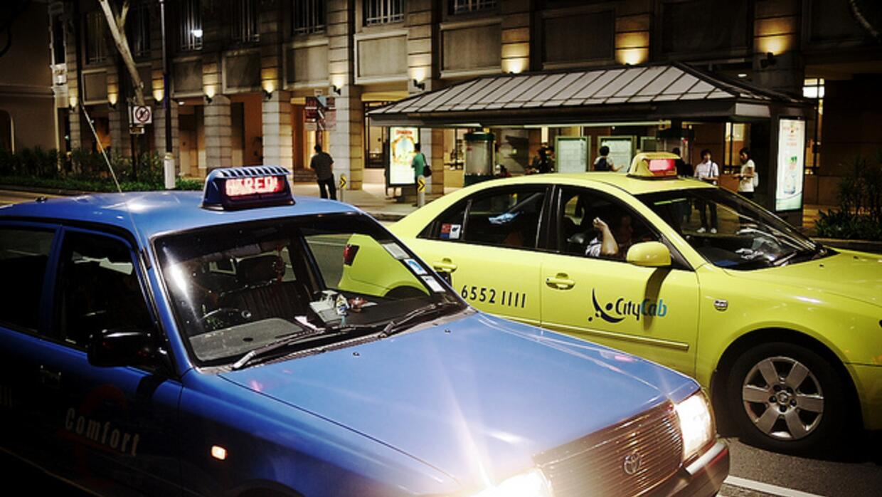 blue and yellow taxi