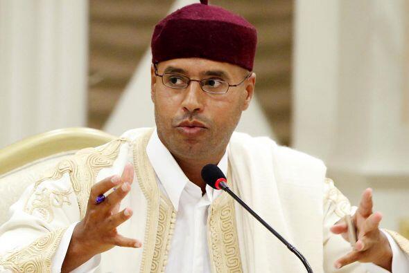Donde también aparece Seif al-Islam,  hijo del líder libio Muamar Gadafi.