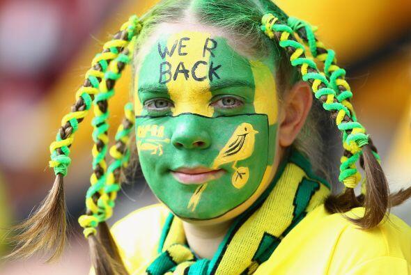 Y esta es una belleza rara, una fanatica del recién ascendido Norwich, e...