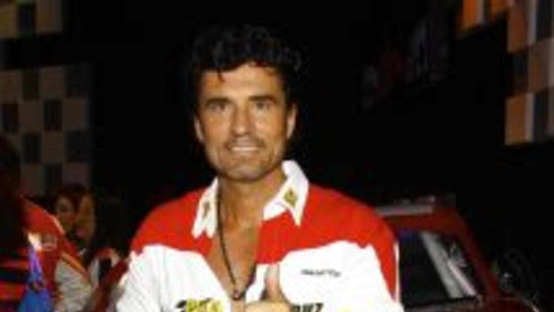 Diego encarna a Armando en Hasta El Fin Del Mundo.