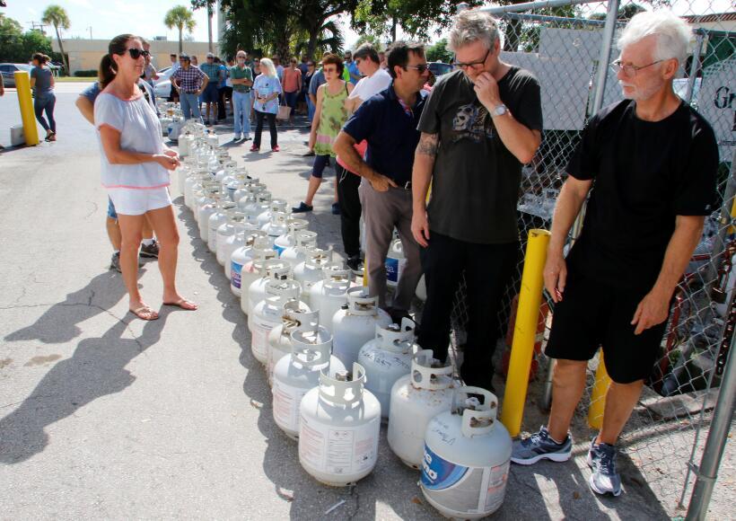 Una fila para comprar gas doméstico, en Boca Raton, al norte de Miami.