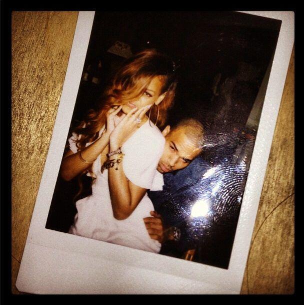 """En la entrevista con Elle UK, Rihanna admitió que el tema """"Stay"""" trata d..."""
