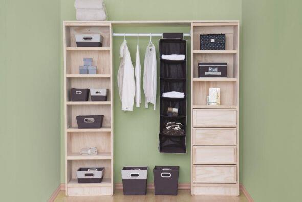 Para que tengas más espacio saca lo que ya no usas, dona la ropa que ya...