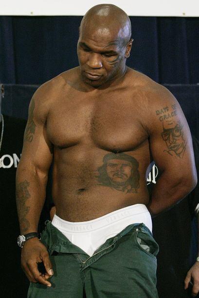 """En la """"colección"""" de tatuajes de Tyson, podemos ver al """"Ché"""" Guevara y a..."""