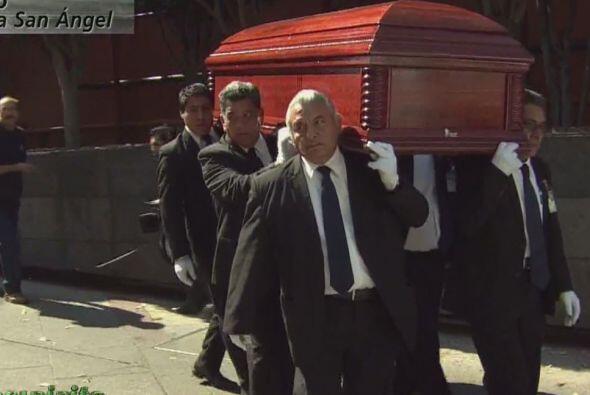 El domingo 30 de noviembre el féretro de Roberto Gómez Bolaños partió de...