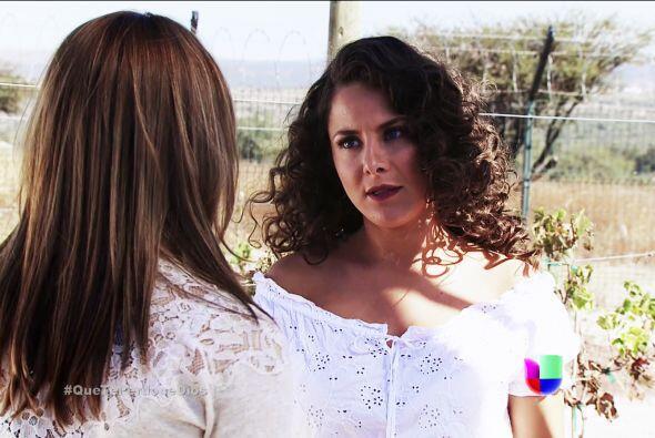 Renata vive muy engañada, cree que Macaria es su mejor amiga y confidente.