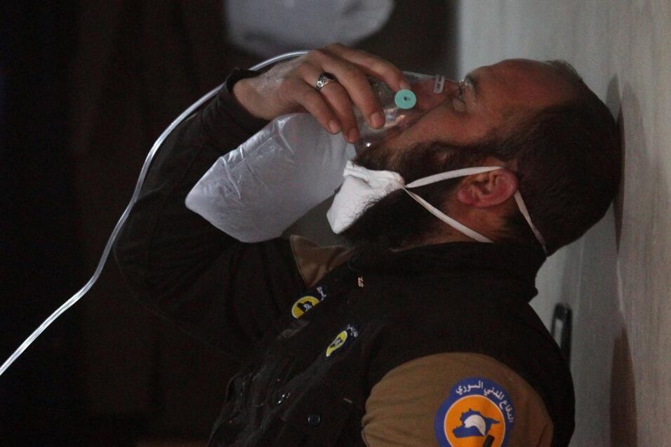 Uno de los heridos tras el supuesto ataque con químicos en abril en Siri...