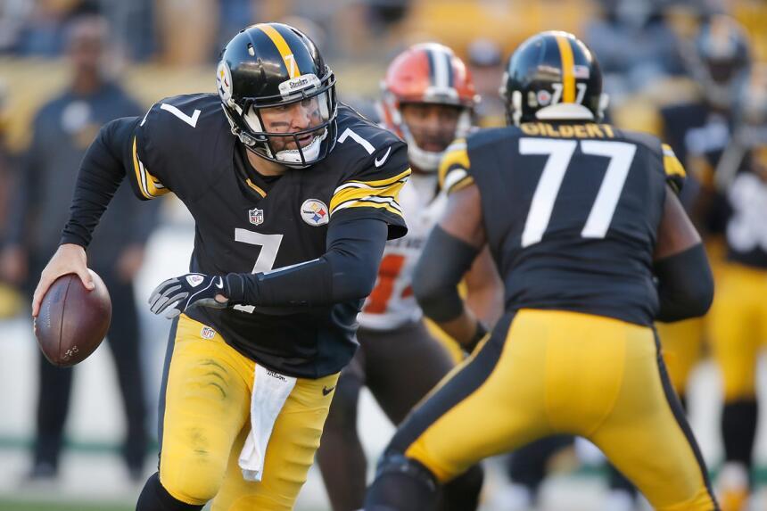 El 'Big Ben' tuvo que salir temprano de la banca de los Steelers sólo pa...