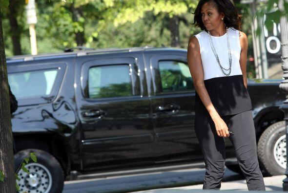 Michell Obama y sus hijas Sasha a Maliah iniciaron también sus actividad...