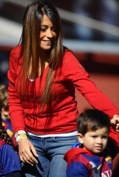 Se nota que Antonella es la consentida del pequeño... y también de Messi.