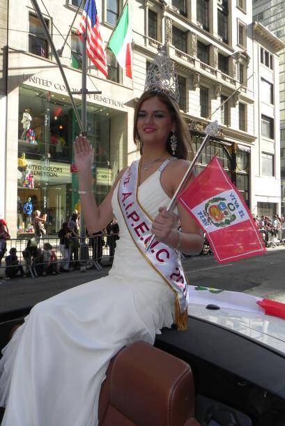 Las reinas del desfile de la hispanidad en Nu c4f4c9a61c5b417e87c7c5360e...