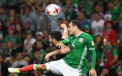 Rafael Márquez durante el encuentro ante Nueva Zelanda.