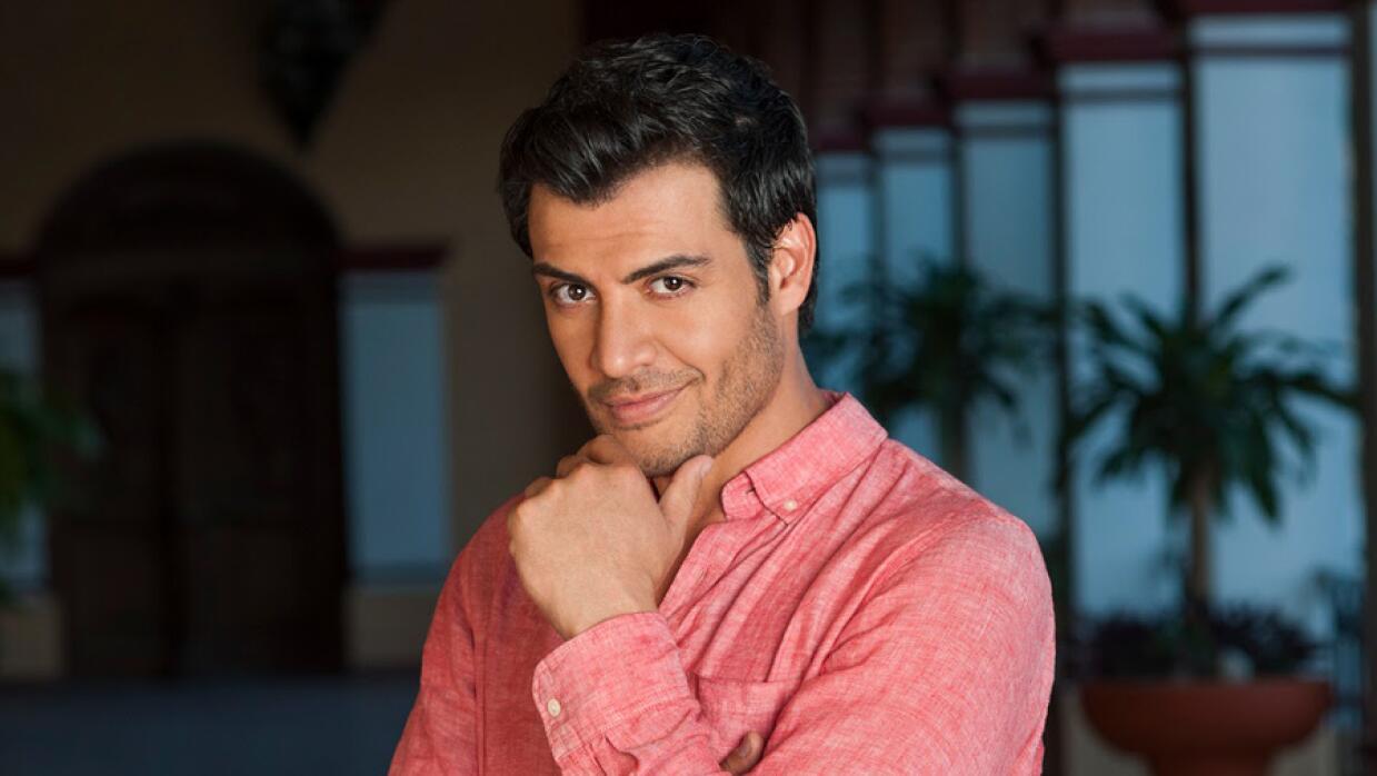 Andrés Palacios interpreta a Alejandro San Román.