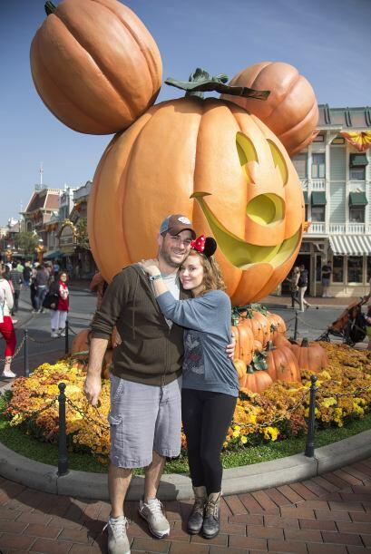 Por supuesto, en Disneylandia, la noche de brujas llegó para qued...