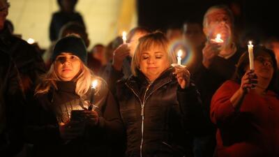 Las velas iluminan San Bernardino en recuerdo de las víctimas de la masacre