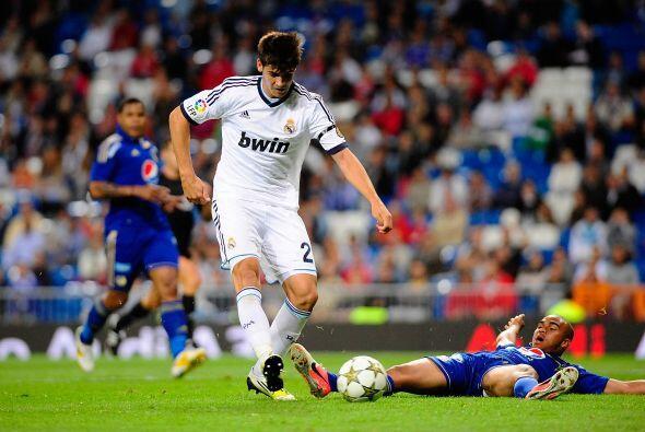 Antes de que acabara el primer tiempo, Kaká volvería a hacer de las suyas.