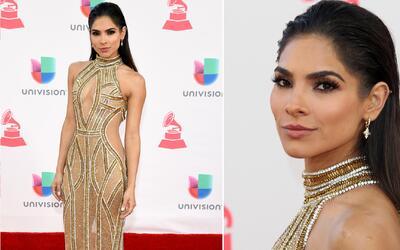 Alejandra Espinoza impactó con su look y su mirada en Latin GRAMMY