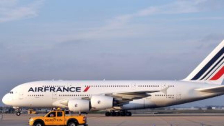 Un avión procedente de París vía Nueva York, tuvo que regresar debido a...