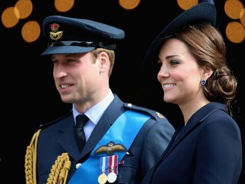 William y Kate se vistieron formales para una ceremonia militar en Londres.