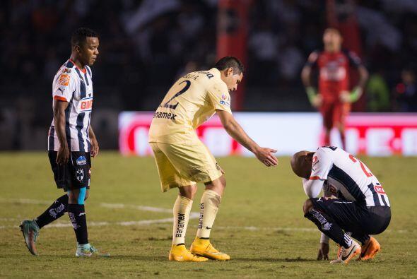 Tras el silbatazo final, la frustración surgió en los jugadores de Rayad...