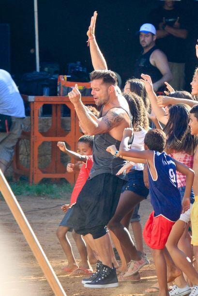 Con un atuendo muy fresco, el cantante estuvo en las playas de Río de Ja...