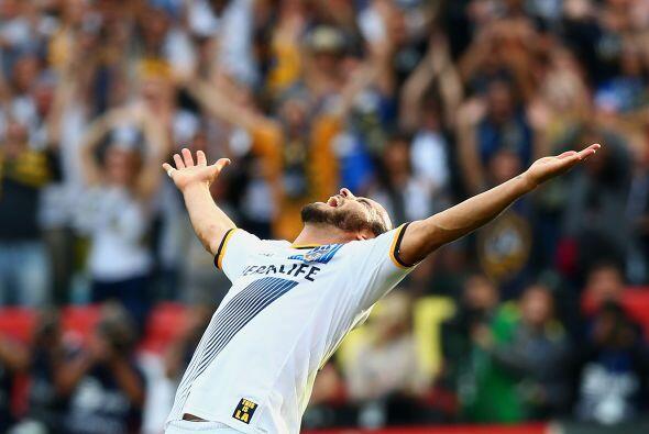 Tras el pitazo final, Landon Donovan extendió los brazos para celebrar u...