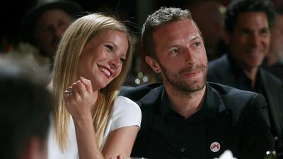 ARCHIVO - Gwyneth Paltrow, izquierda, y su esposo el músico Chris Martin...