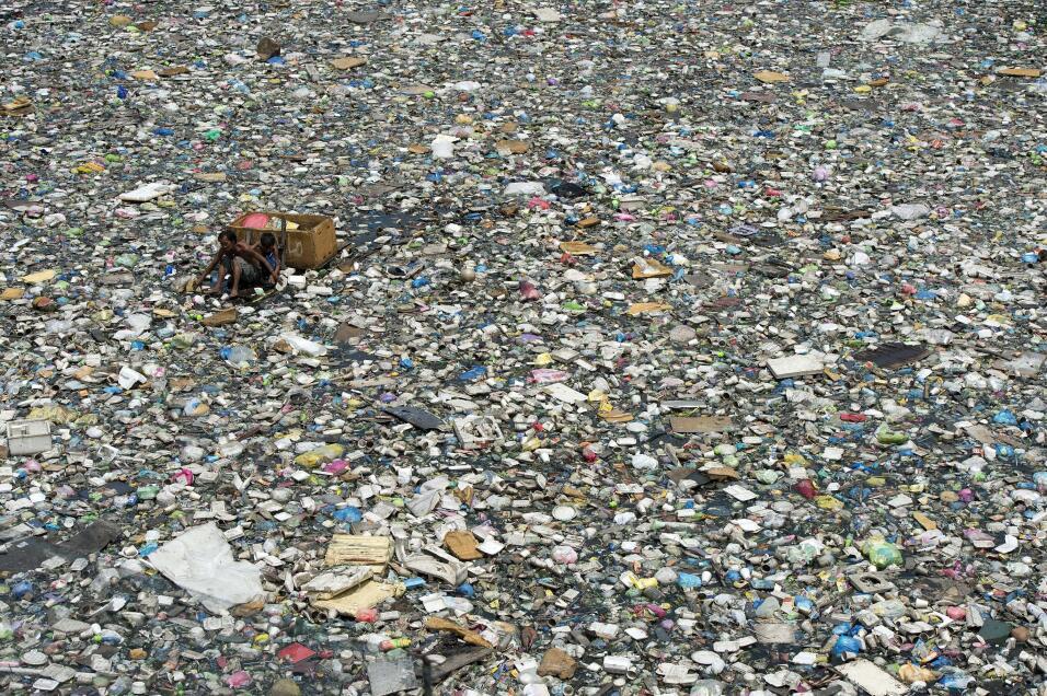 Entre 4.8 y 12.7 millones de toneladas de plásticos van a parar a ríos y...
