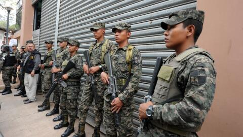 Militares hondureños tras el asesinato de Berta Cáceres