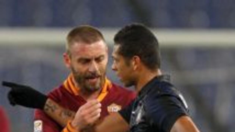 De Rossi y Guarín discuten en el empate entre Roma e Inter.