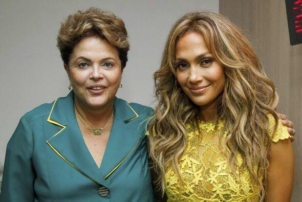 Jennifer Lopez posó junto a la presidenta de Brasil.Todo sobre el Mundia...