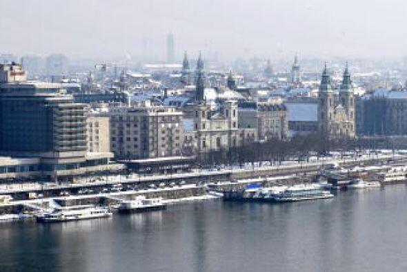 Budapest, Hungría.  Una noche completa en un hotel de cuatro estrellas,...