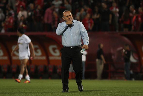 El entrenador de los escualos necesita ganar como local para que el equi...