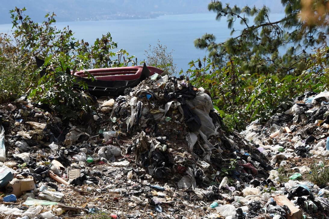 En fotos: las amenazas ambientales del lago Atitlán de Guatemala gettyim...