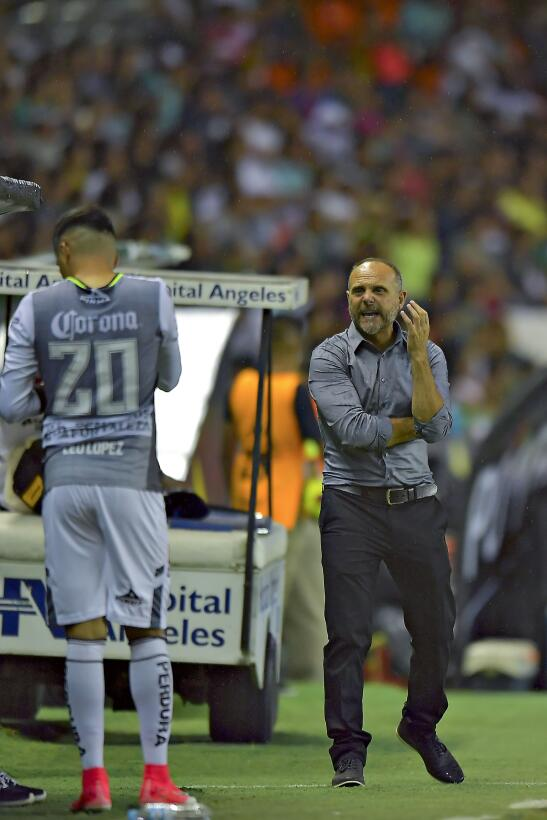 León vuelve a ganar y se acerca a la Liguilla Javier Torrente DT Leon.jpg