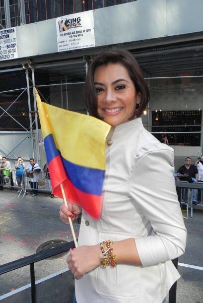 Univision 41 en el desfile de la Hispanidad aaeb2eedea144967907cc8c97876...