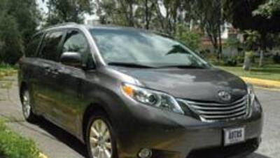 Toyota Sienna Limited 2011