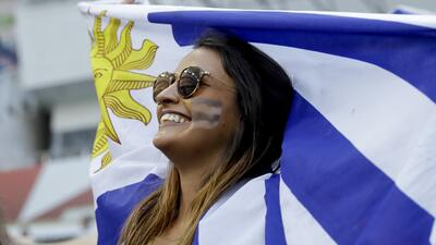 Las fanáticas uruguayas se robaron el protagonismo en Sochi en los octavos de final