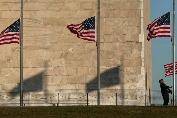 Obama también ordenó que las banderas de la Casa Blanca, e...