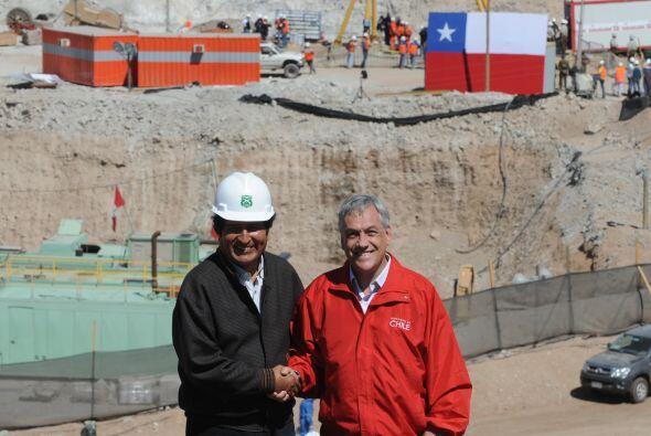 El presidente chileno Sebastián Piñera invitó a los mineros a la sede de...