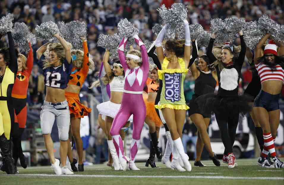Los New England Patriots vencieron 36-7 a los Miami Dolphins para manten...