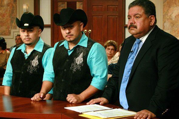 Para defender a su cliente, el abogado argumenta que Juan es quien se en...