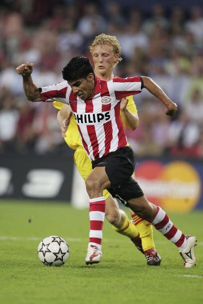 Durante las cuatro temporadas que estuvo en el PSV, Salcido se convirti&...