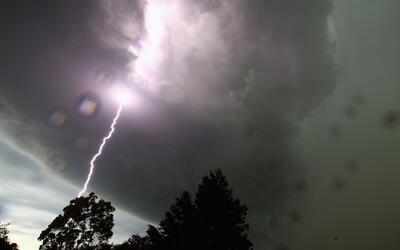 Hombre fallece tras ser impactado por un rayo en Pembroke Pines