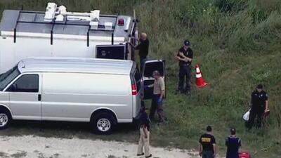 Un joven hispano fue estrangulado, apuñalado, atropellado en varias ocasiones y quemado vivo