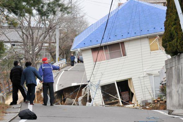 El terremoto inició a una profundidad de 10 kilómetros (seis millas), al...