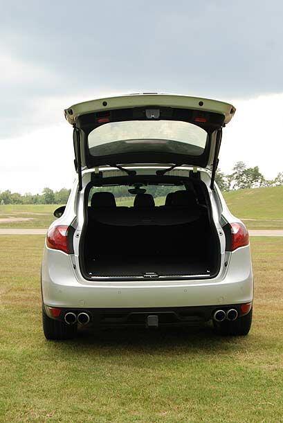 El espacio en la maletera es suficiente para acomodar accesorios y equip...