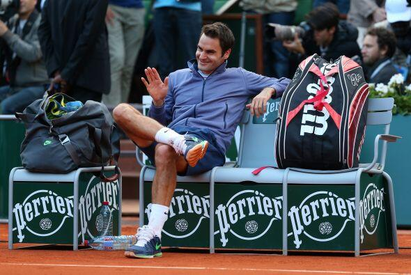 Federer logró su pase al derrotar al francés Gilles Simon...