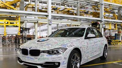 El primer auto fabricado en la nueva planta de BME en Brasil fue un328i...